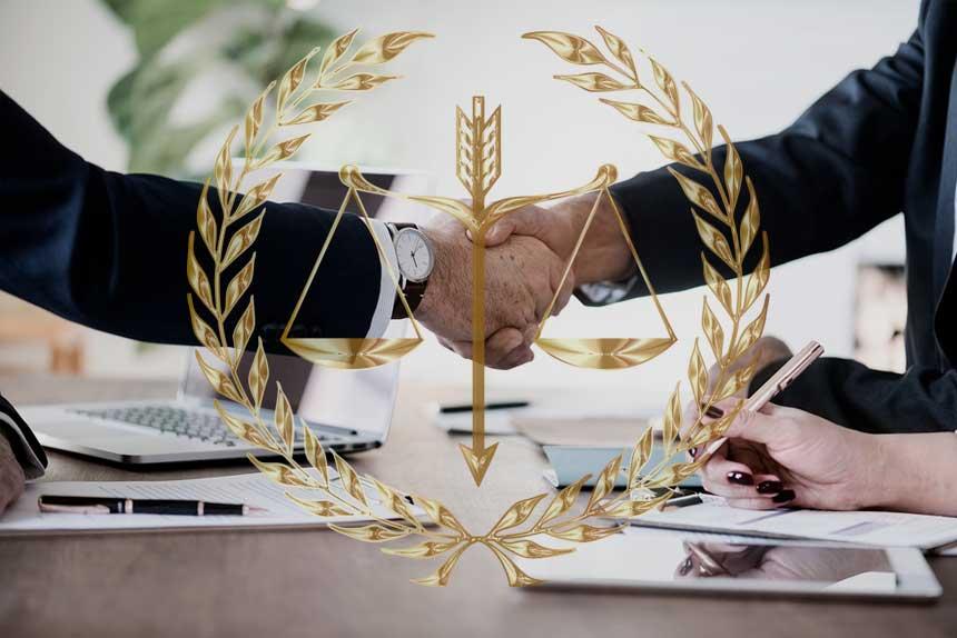 Сделки с недвижимостью – услуги компании или частный посредник?