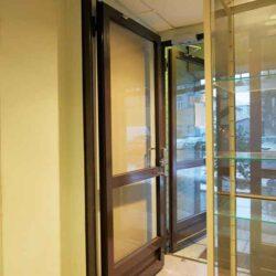 Первый этаж двух этажного коммерческого дома, отдельный вход с улицы Аренда